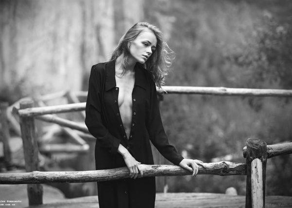 Портрет, девушка в скалах, художественное ню