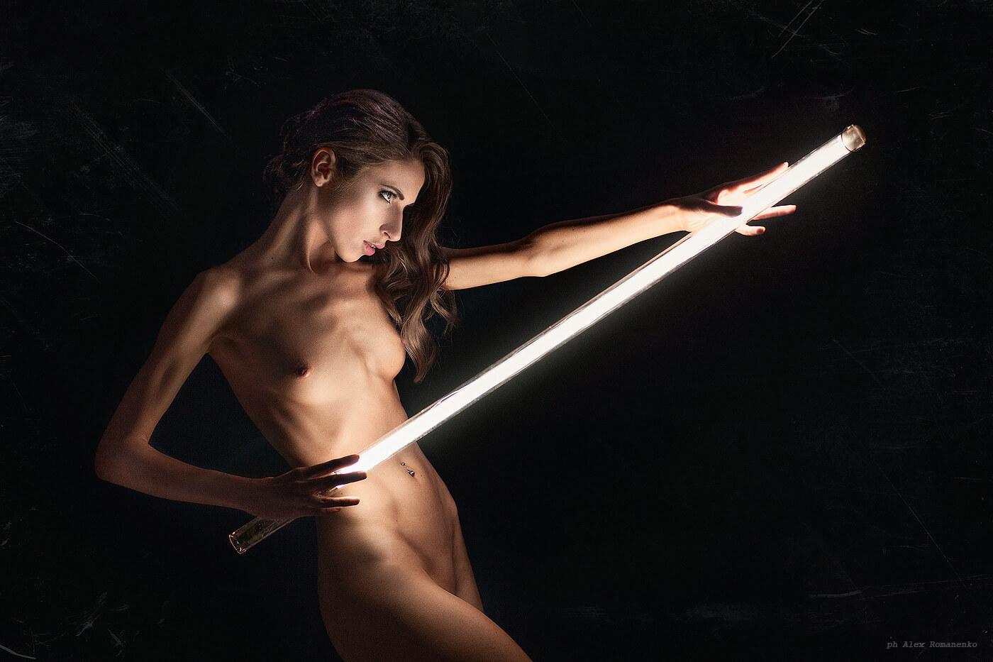 Девушка с лампой, ню