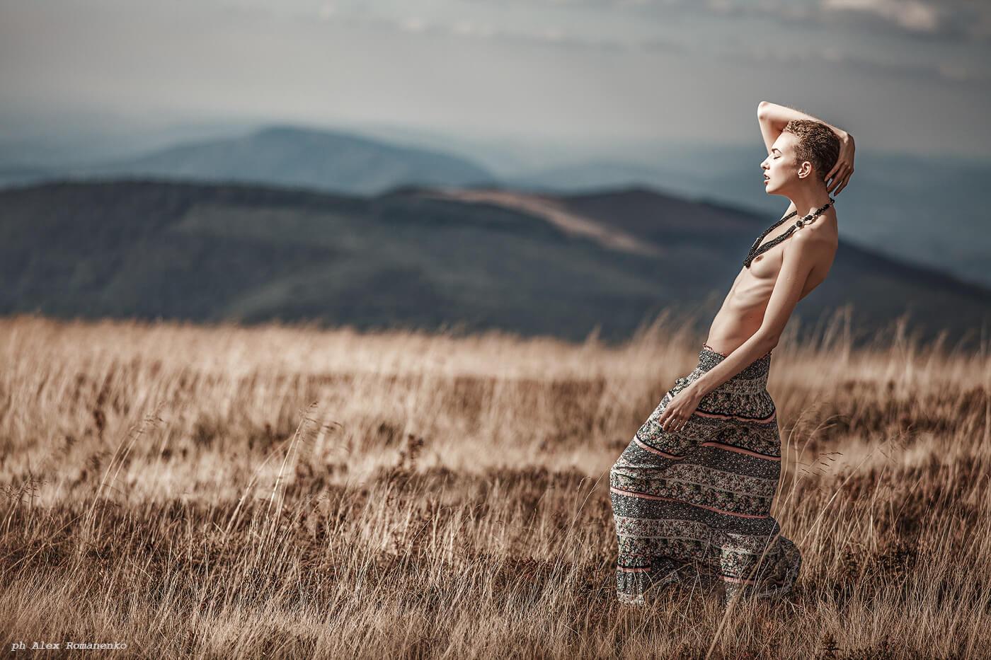 Фотограф ню Киев, девушка в поле