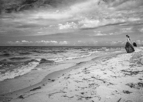 Берег моря, девушка топлес, художественное ню, фотограф Киев